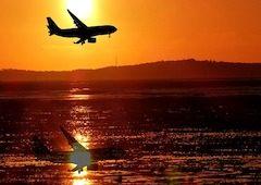 lietadlo pri zapade slnka