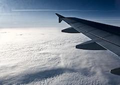 lietadlo nad mrakmi